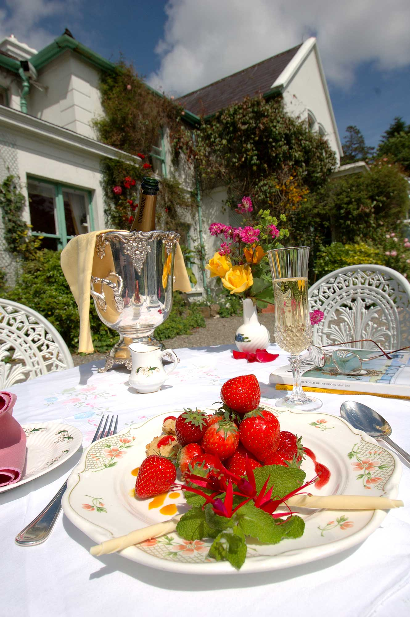 Connemara Hotel Accommodation with beautiful gardens for outdoor dining